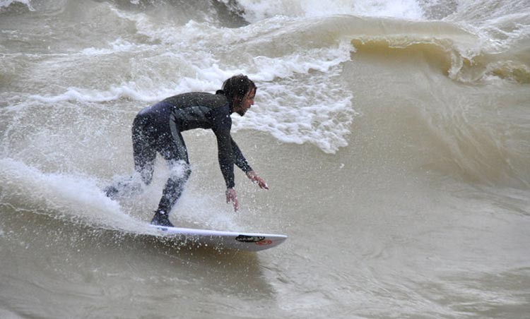 surfer-reichenbachwelle-muenchen-petra-offermanns